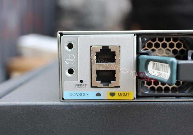 Mặt sau Switch Cisco C3850-24T-S
